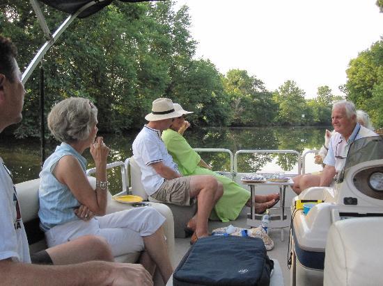 The Treehouse on Stoner Creek B&B: The gang heading down the creek