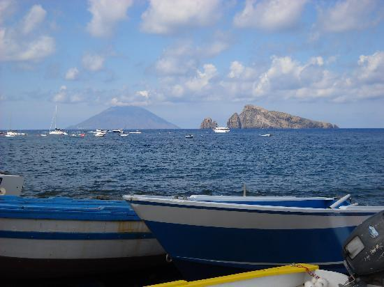 Casa Mafalda B&B: View from Panarea to Stromboli, great day out.