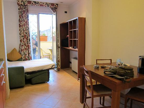 Crosti Apartments Hotel Rome: Wohnzimmer App. 16