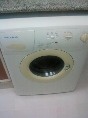 Ramee Guestline Hotel Apartments I: washing machine with no handle