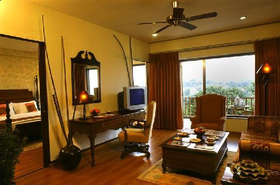 Fariyas Resort Lonavala: Suite