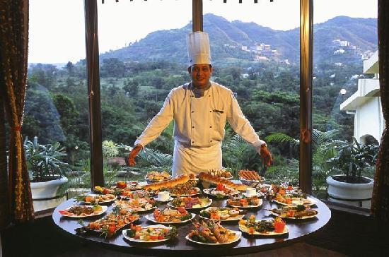 Fariyas Resort Lonavala: Restaurant