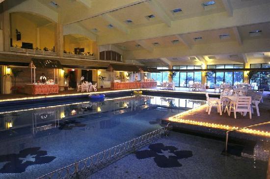 Fariyas Resort Lonavala: Indoor Smimming Pool
