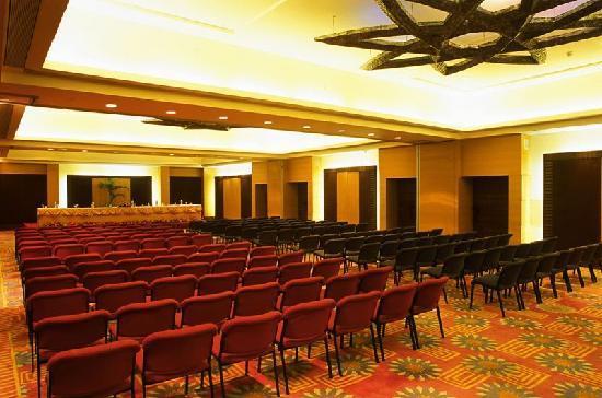 Fariyas Resort Lonavala: Conference hall