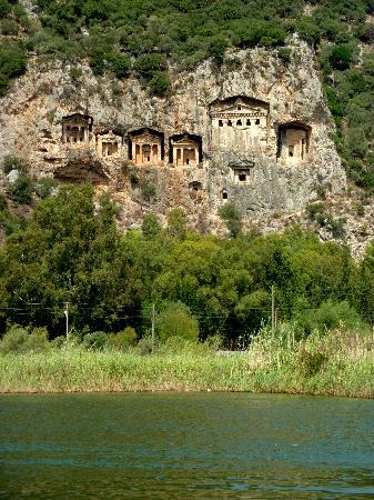 Ucak, Apartments: The Tombs of the Kings