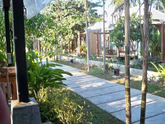Anda Lay Boutique Resort: Pathways around the place