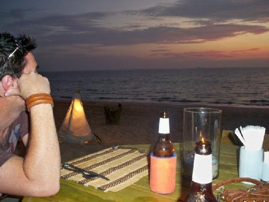 Anda Lay Boutique Resort: Dinner and Drinks at their restaurant on the beach