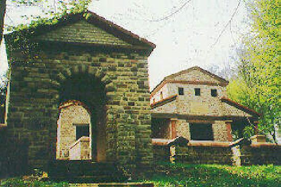 Römischer Tempelbezirk Tawern: Tempel-Eingang auf dem Metzenberg, Tawern