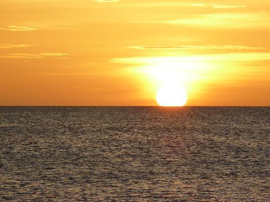 Caida del Sol en Juan Griego