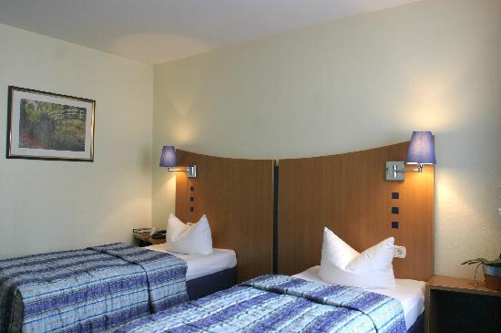 Ambassador Frankfurt Hotel: Standard-Twin-Bett-Zimmer/ twin bed room category standard