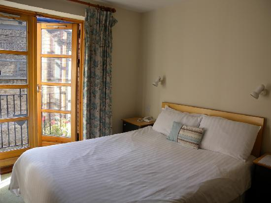 Molesworth Court Suites: camera da letto