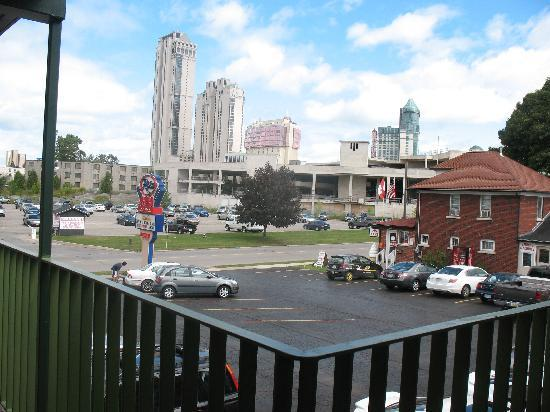 Ritz Inn Niagara: From this pic you can see how close the Casino is-10 min walk