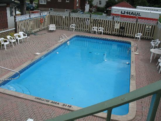 Ritz Inn Niagara & Wedding Chapel: Pool