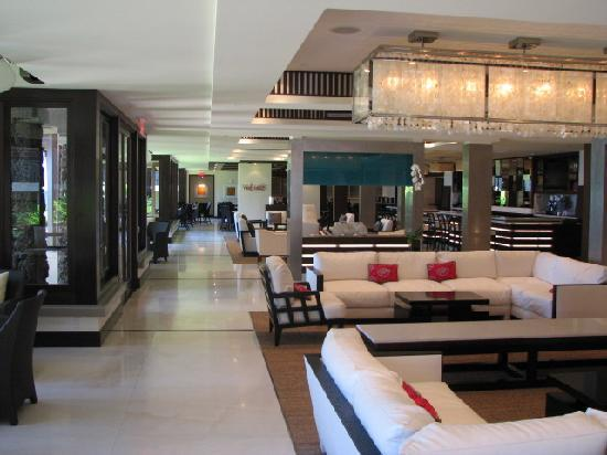 Lobby bar restaurant picture of koa kea hotel resort for Best boutique hotels kauai