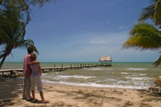 Pelican Beach - Dangriga: Try the hammocks on the dock....