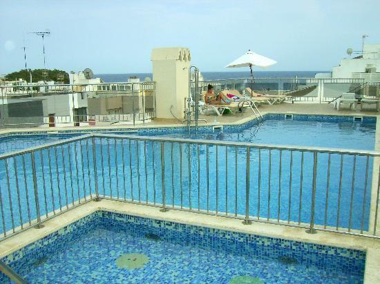 Duquesa Playa: Roof top pool