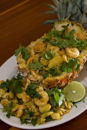 Maya Luna Restaurant: Shrimp stuffed pineapple