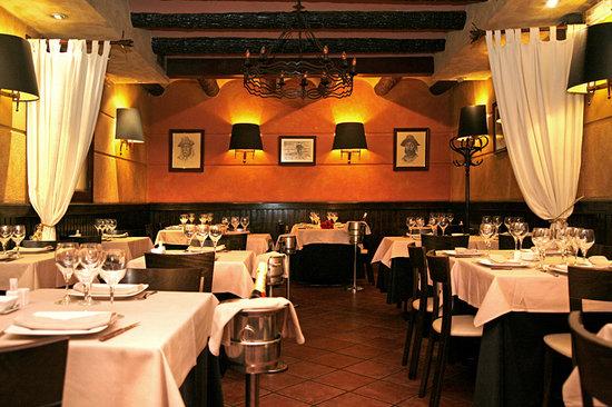 Salon arriba picture of la cabana argentina madrid for Restaurante lamucca de prado madrid