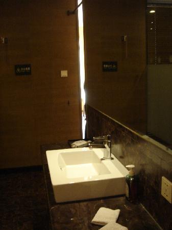 Maple Leaf City Hotel: Wash basin