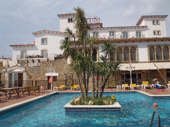 Hotel Castell Blanc: piscine