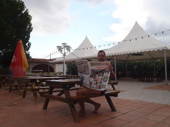 Hotel Castell Blanc : terrasse piscine