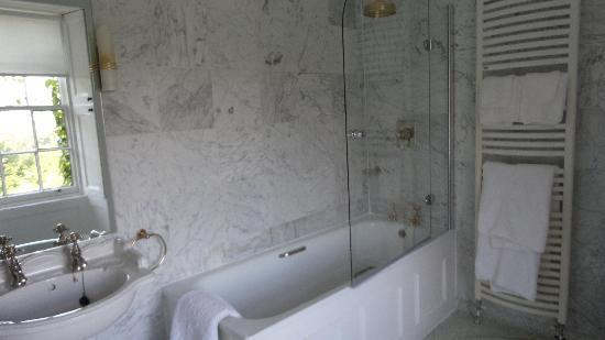 Loch Ness Country House Hotel at Dunain Park: Baño