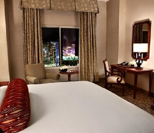 Monte Carlo Resort & Casino: Deluxe Strip View Room
