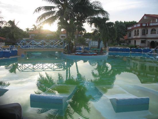 Le pire h tel le plus d gueulasse varadero cuba hotel for Piscine varadero