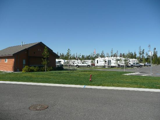 Yellowstone Grizzly RV Park: view from cabin door, towards bathrooms, laundryroom, dishwashing area