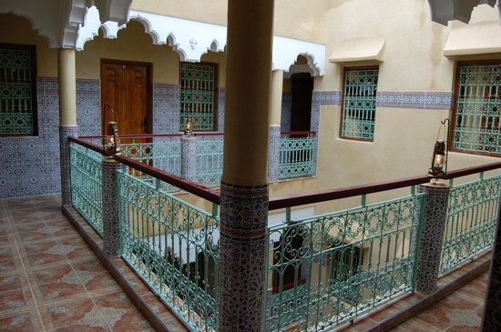 Faouzi Hotel: Patio principal