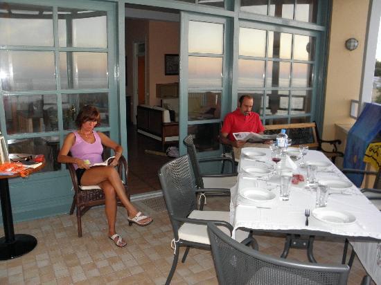 """Captain's House Hotel - Apartments: Il terrazzo """"prima di cena"""""""