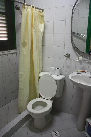 Hotel Los Delfines: La salle de bain