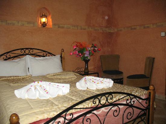 Faouzi Hotel: chambre double avec douche et climatisation