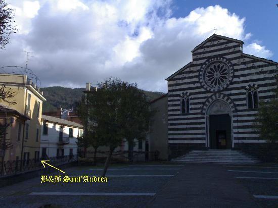 B&B Sant'Andrea Levanto : La piazza della Chiesa ed il B&B