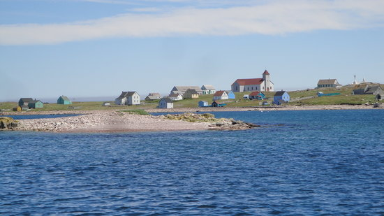 Saint-Pierre i Miquelon: Ile Aux Marins across the harbor from Saint Pierre