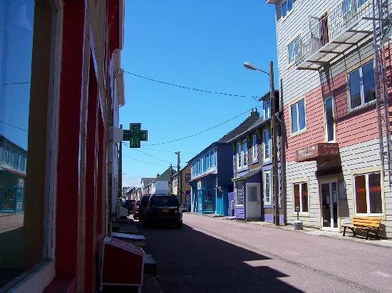 Saint-Pierre and Miquelon: Streetscape in Saint Pierre