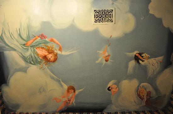 Phipps Inn: The bathroom ceiling