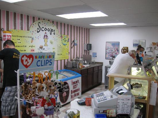 Scoops Homemade Ice Cream: Scooping up ice cream at Scoops