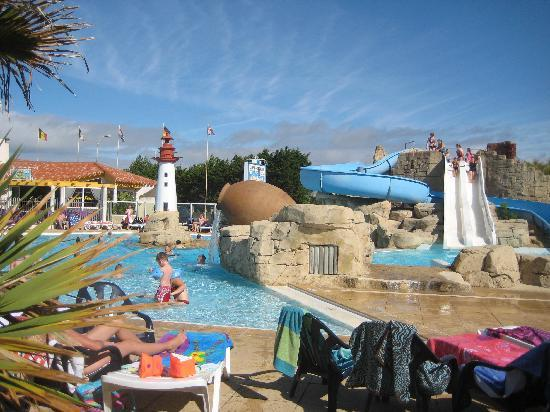 Saint-Hilaire-de-Riez, France : sol a gogo pool area