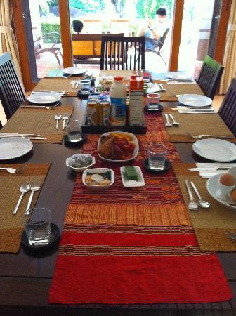 Rising Sun Residence: Breakfast!