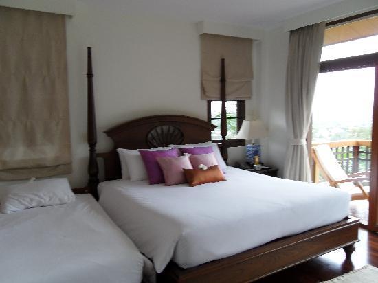 Rising Sun Residence: Masterbedroom