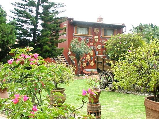 Villa San Jose Hotel & Suites: garden view 2