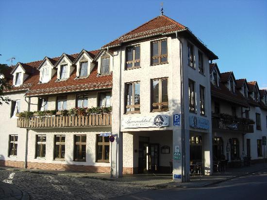 Gasthaus und Hotel Spreewaldeck: Hotel from the road