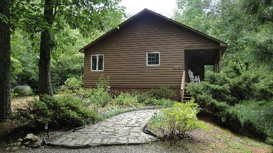 Cottages at Chesley Creek Farm: Laurelwood cabin