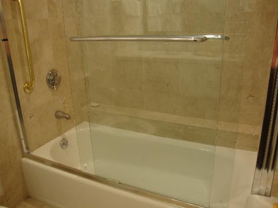 Holiday Inn Bar Harbor Regency: Bath tab could not be filled