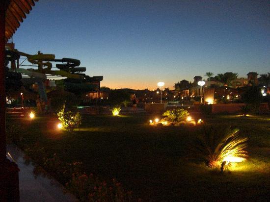 Albatros Aqua Park: Acoss the pools at sunset