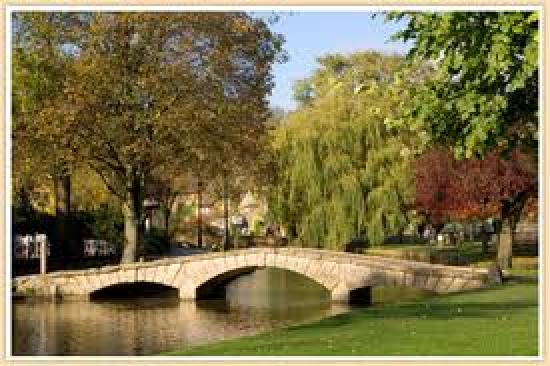 Chester House Hotel: One of the lovely bridges in Bourton on the Water