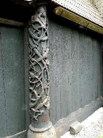 Urnes Stave Church: Eckpfeiler