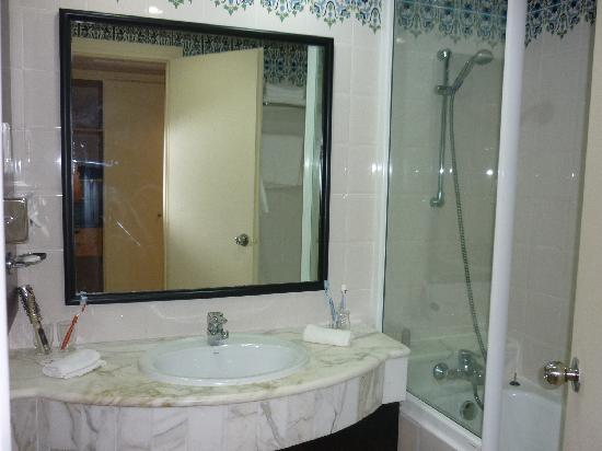 Ramada Plaza Tunis: La sala da bagno