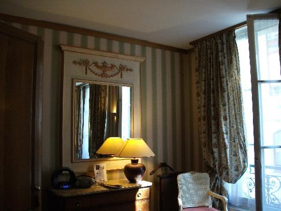 Hotel de Fleurie: Room